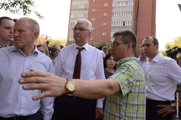 ВЕкатеринбурге вжилом бараке обрушилась стена, эвакуированы 23 человека
